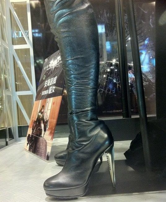 """8 comparisons were found for """"Where can I purchase Anne Hathaway's Catwoman Boots? submitted by charmmykitty"""