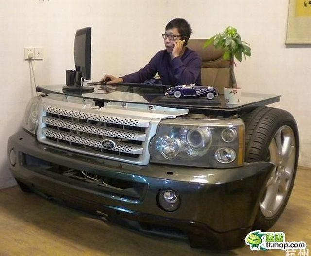 I Just Found My New Desk Land Rovers Offices Desks