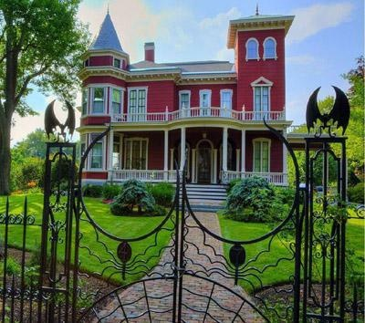Fantasy houses....STEPHEN KING'S HOUSE IN MAINE