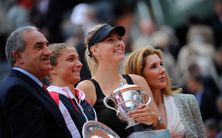 Jean Gachassin and Monica Seles pose for a photo with French Open runner-up Sara Errani and champion Maria Sharapova.