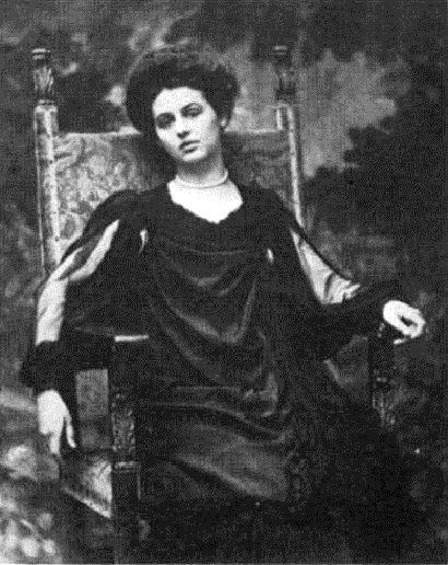 Vivien Renée