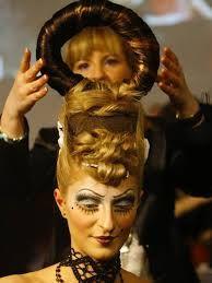Resultado de imagem para penteados extravagantes