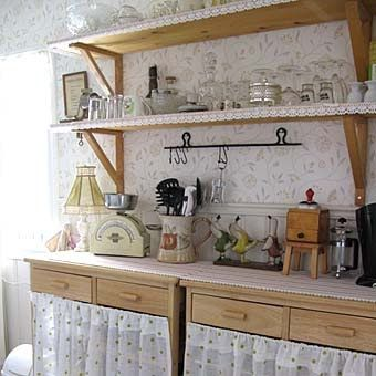 кухня в стиле Прованс полки