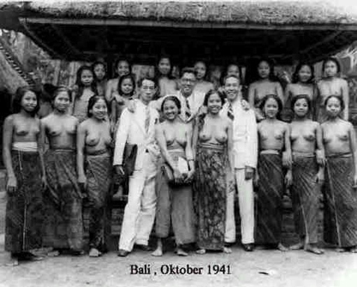 Balinese women back in old time.