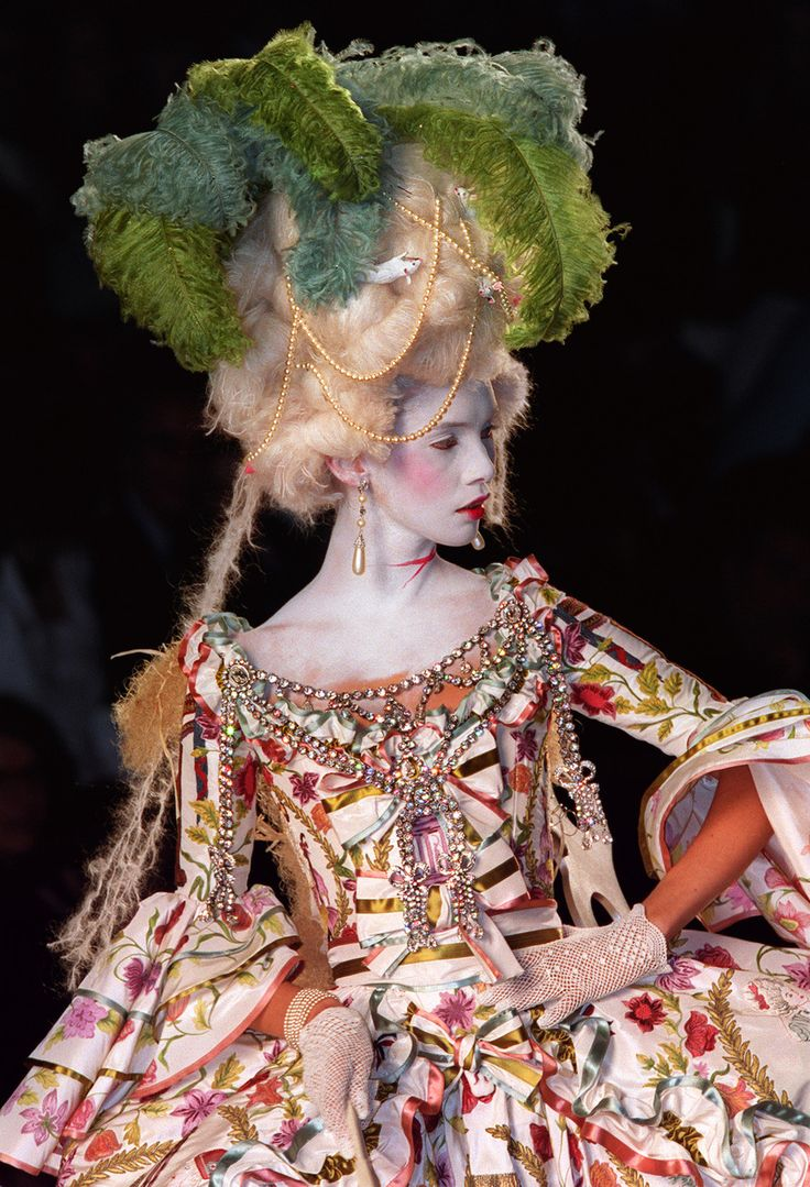 Christian Dior Haute Couture | Christian Dior Haute Couture Autumn/Winter 2000 | The Devil Wears ...