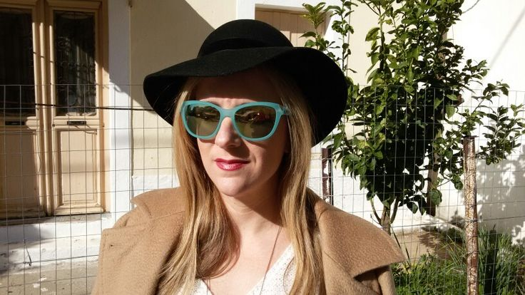 Street style,hat,sunglasses ,office look
