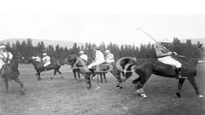 Segovia. Julio de 1912. Veraneo de la familia real. El rey y el infante Don Alfonso en la partida de polo en la granja.