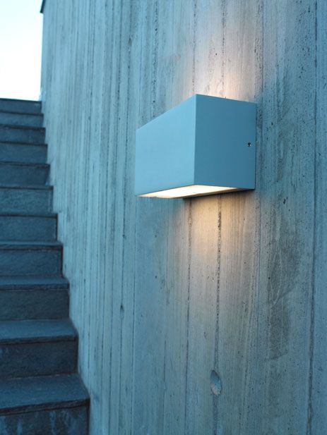 Asker vegglampe fra Norlys Nettbutikk: http://belysning1.no/products/norlys-asker-vegglampe