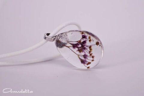 Préselt virág nyaklánc, lila és sárga virág csepp műgyanta formában, Ékszer, óra, Nyaklánc, Medál, Meska