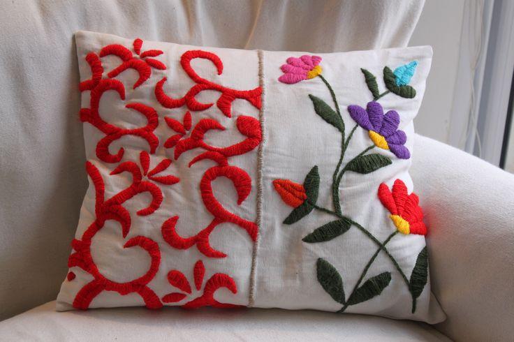 Almohadones bordados a mano, $250 en http://ofeliafeliz.com.ar