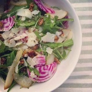 gruszki burak salata orzechy wloskie twardy ser pieprz sol musztarda gorczycowa ocet jablkowy miod  oliwa z oliwek