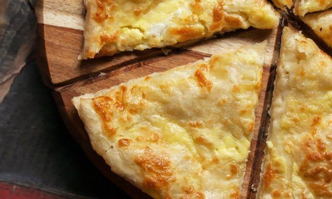 Хачапури — это известнейшее блюдо грузинской кухни, которое прославило эту страну на весь мир. Cуществует множество рецептов хачапури, и у каждой хозяйки найдется свой секрет приготовления, но именно…