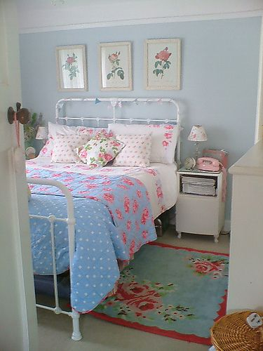 Blue with roses...how pretty!: Cathkidston, Irons Beds, Shabby Bedroom, Cottages Bedrooms, Shabby Chic, Blue Bedrooms, Cath Kidston, Beds Frames, Guest Rooms