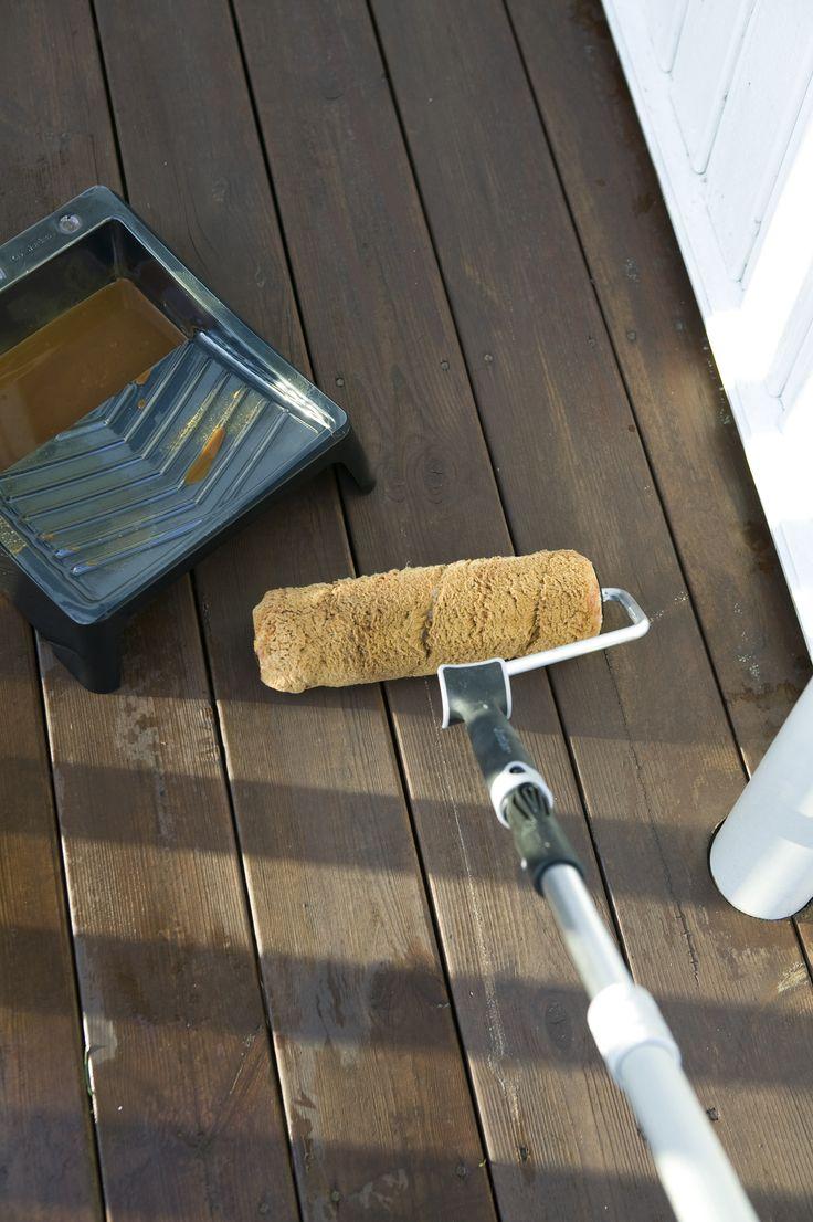 Omtrent annethvert år trenger treplattingen på terrassen ny behandling. Jobben er enkel og fort gjort – men det er mulig å trå litt feil. Her er tabbene du bør unngå!