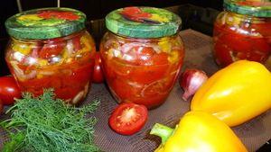 Фото к рецепту: Салат из помидоров на зиму - зимой каждая баночка будет незаметно исчезать.