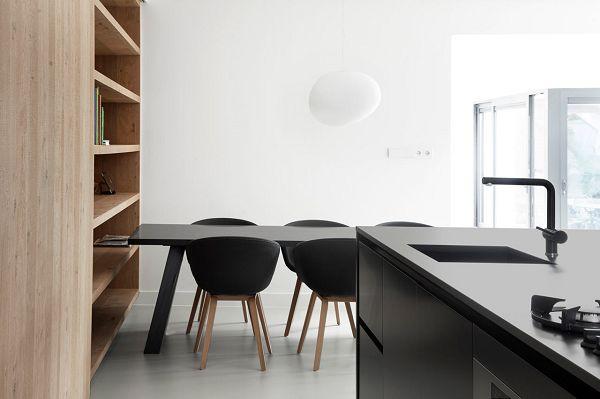 #About a Chair met eiken onderstel en bekleed met Remix 2 stof van Kvadrat