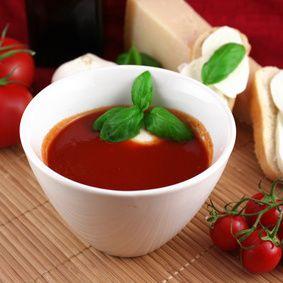 Rychlá rajčatová polévka s mozzarellou