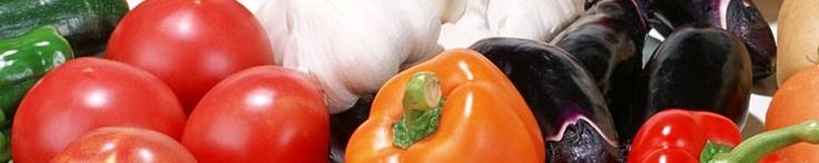12 skupin  protinádorových potravin:        - brukvovitá a kořenová zelenina: brokolice, květák, kapusta, červená řepa,        mrkev, chřest, bílá ředkev, kedlubna      - česnek a cibule: česnek, cibule, letní cibulka, pórek, pažitka      - rajčata:  všechny druhy rajčat, rajčatová šťáva, rajčatový protlak      - soja: sojové mléko, tofu, tamari omáčka, miso      - bobulové ovoce: borůvky, maliny, ostružiny, jahody, višně      - koření a bylinky:kurkuma, zázvor, kardamom, koriander…