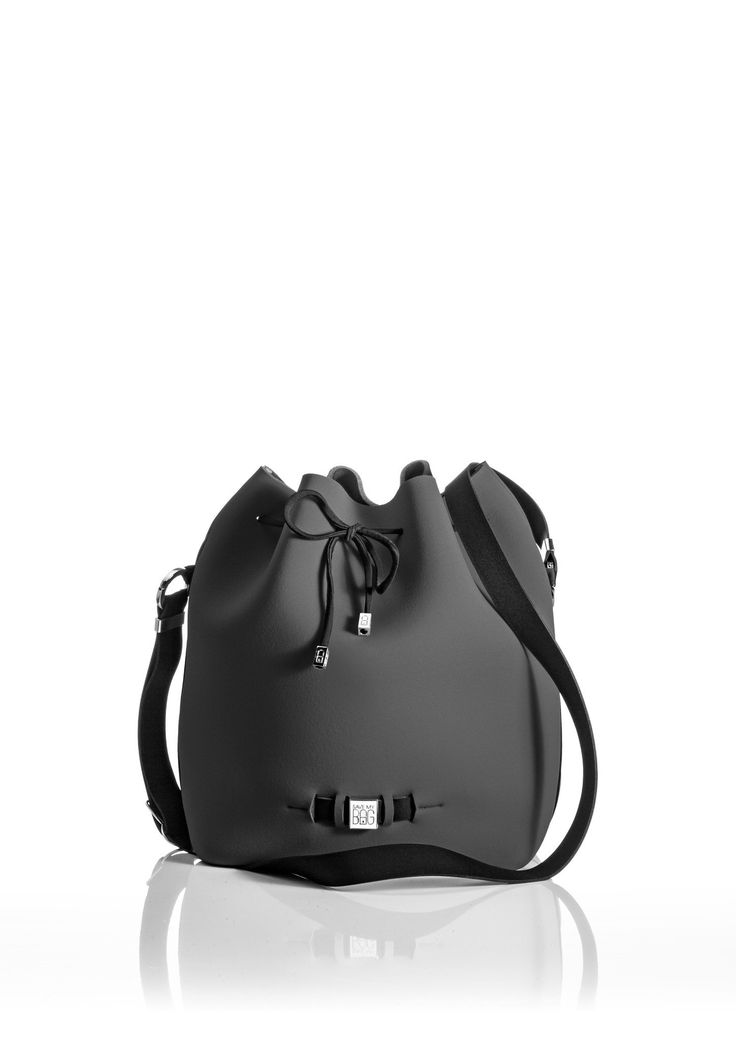 The Bubble is your bucket bag wardrobe staple.  A must-have style alongside totes and cross-bodies for the woman on the go.  With its drawstring closure, side zipper, adjustable strap and spaciousness, this is a practical day-to-day bag or one to take with you on travel adventures!   Size  240 x 175 x 30 mm  320g  Made in Italy  Vegan Friendly  Made from Poly-Lycra Fabric   Metallic Graphite