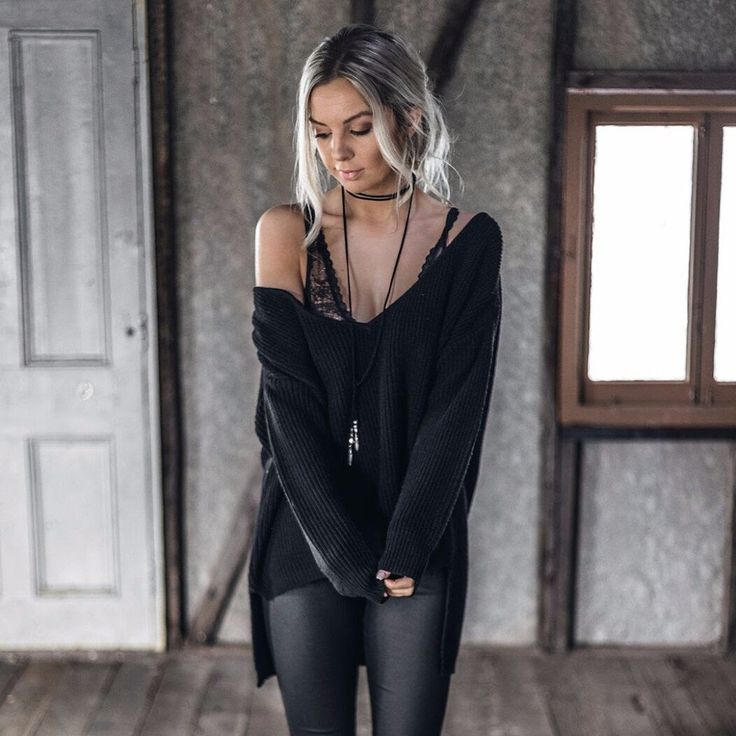 The Sundays Morning knit is an oversized knit jumper with a midnight front and longer back.  Please note, due to high demand this knit is on back order due to arrive in 1-2 weeks.