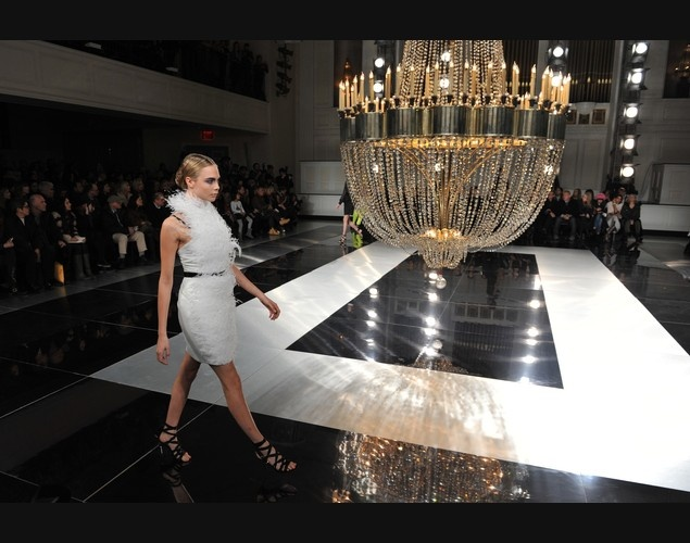 13 best catwalk fashion show images on pinterest for Catwalk flooring