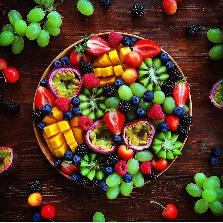 """31 Likes, 3 Comments - eat the rainbow 🍇🍉🍓🍒🍎🍅🍊🍋🍌🍍🍐🍏 (@rainbow.fruit) on Instagram: """"The amazing colours of fruit! Pure art Credits: @raw_manda • strawberries • blackberries •…"""""""