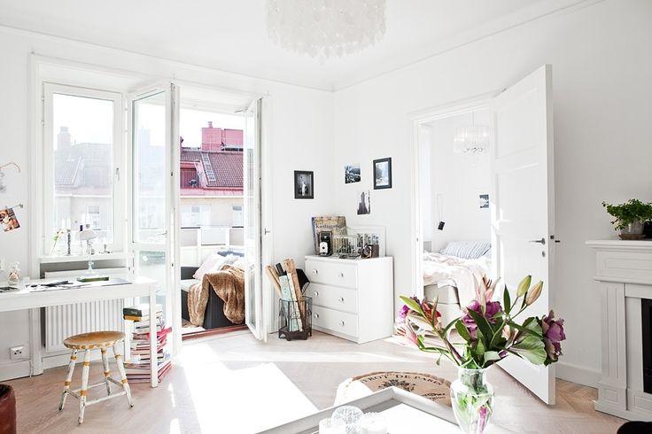 Фотография: Гостиная в стиле Скандинавский, Малогабаритная квартира, Квартира, Швеция, Цвет в интерьере, Дома и квартиры, Белый, 36 квадратных метров – фото на InMyRoom.ru