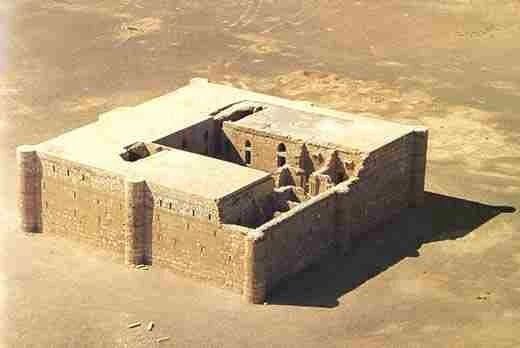 Castells del desert, Qasr Kharana, l'an 710 AD Localisation :31° 43′ 44″ Nord36° 27′ 46″ Est   LeQasr Kharana(enarabeقصر خرّانة), parfois appeléQas... - Octave Alexandre - Google+