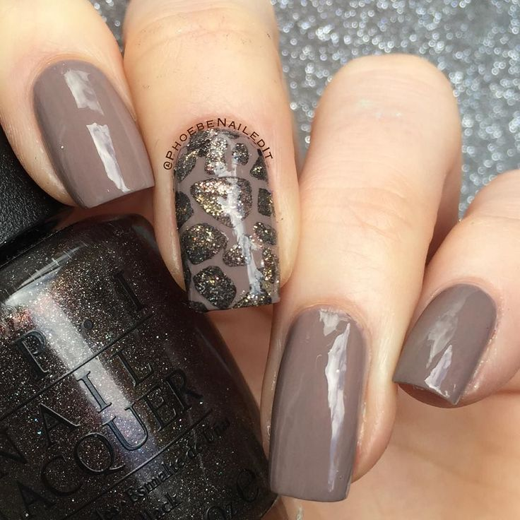 Here's the toned down version of my giraffe mani! The base is 'Berlin There Done…