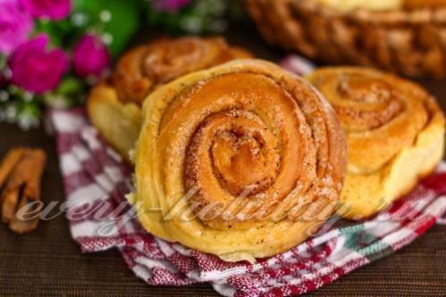 Дрожжевые булочки с корицей и сахаром