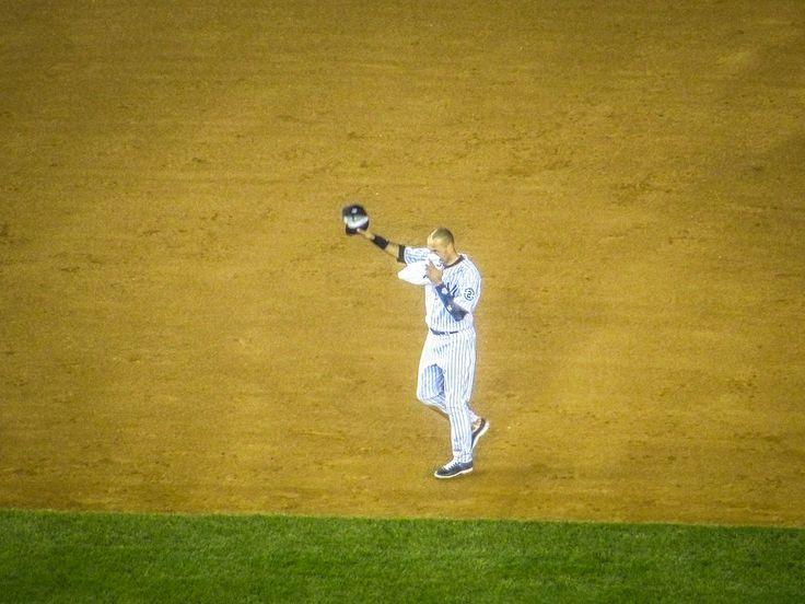 Derek Jeter says goodbye to Yankee Stadium