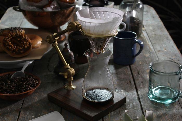 実験器具みたいなスタンドで、じっくりコーヒーを淹れよう   roomie(ルーミー)