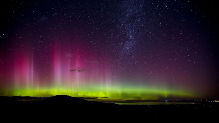New Zealand Bucketlist: See the Southern Lights (pictured here: Aurora Australis from the Port Hills)