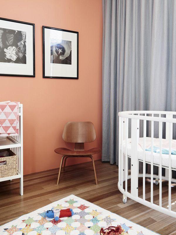 Chaise: Eames, Patchwork fait maison, Image: by Max Dupain