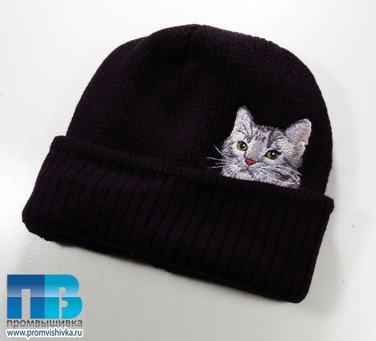 Вышивка на вязаном в Москве кота на шапке