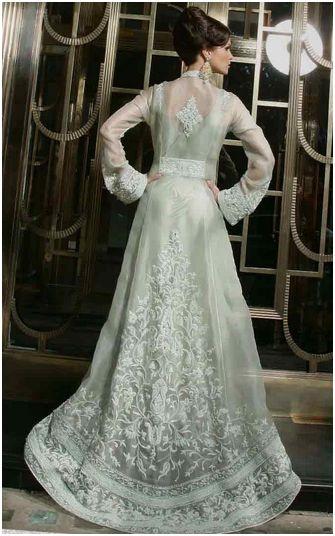 Par dessus de robe . Conservatrice glamour.