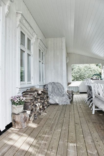 Porch ❥ - Love this! I would just add a few pops of color with flowers & cushions, but without losing the simplicity. :)