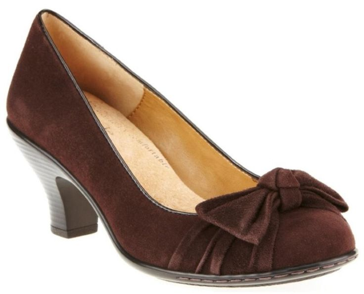 Soft Spots Samantha Coffee Suede, a 1940s Pump Shoe for Women  http://www.vintagedancer.com/1940s/1940s-womens-shoes/