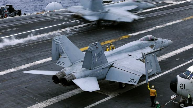 Amerika Serikat kirim dua kapal induk bertenaga nuklir untuk patroli di Laut China Selatan  WASHINGTON (Arrahmah.com) - Amerika Serikat telah mengirimkan dua kapal induk bertenaga nuklir di Laut Filipina dalam sebuah latihan untuk unjuk kekuatan menjelang keputusan arbitrase kunci terkait sengketa wilayah Laut Cina Selatan.  Kapal induk USS Ronald Reagan dan USS John C. Stennis melakukan operasi pertahanan udara dan pengawasan laut di Laut Filipina pada 18 Juni Komando Pasifik AS mengatakan…