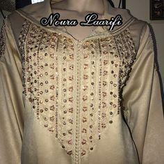 #nouralaarifi#caftan#caftanmarocain#caftaninspiration#caftanmaghribi#caftan2015#caftan2016#dress#vestido#robe#arabicdresses#djellaba#hananeelkhader#ibtissamtiskat#wedding#weddingdress#bronze#swarovski#fashion#designer#morocco#ceuta#follow4follow#followforfollow#marrakech#tanger#tetouan#maroc By:@caftan_noura_laarifi