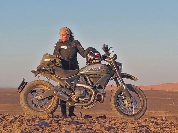 Alicia Sornosa es la primera y única mujer de habla hispana que ha dado la vuelta al mundo en moto. No nos hemos querido perder la oportunidad de hablar con esta aventurera que seguro inspirará a muchos de nuestros lectores viajeros.