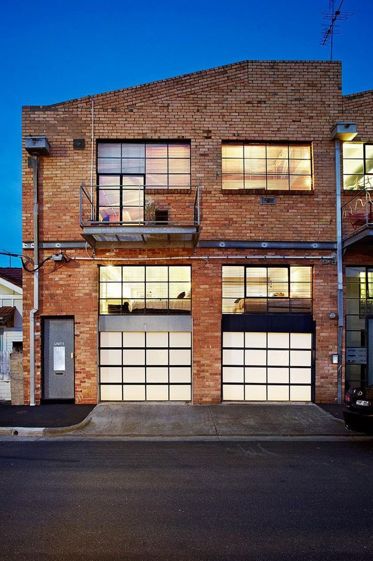 Two Story Warehouse Conversion in Abbotsford (1) (por dentro es feo de cojones pero me encanta la idea)