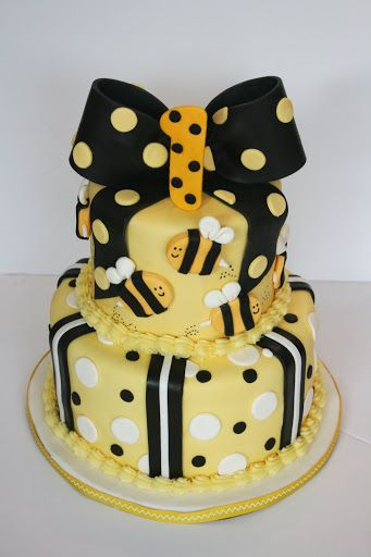 Adorable yellow, black, and white bumble bee cake would also be adorable for a Mommy to Bee baby shower. #timelesstreasure