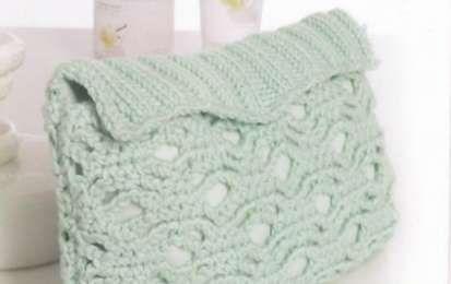 Una trousse per il trucco a maglia e uncinetto - Cosa ne pensate di questa morbidissima trousse in lana lavorata sia a maglia che ad uncinetto? Vediamo insieme come realizzarla con l'aiuto degli schemi e delle istruzioni che vi fornirò man mano.