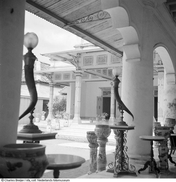 Doorzicht in de kraton van de sultan van Yogyakarta, Indonesië (z.j.)