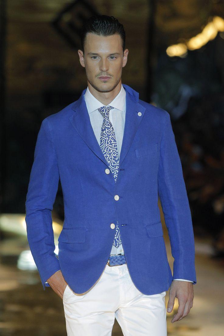 #Americana azul con #camisa, #corbata y #pantalón claro #EmidioTucci #ElCorteIngles #MFShowMen