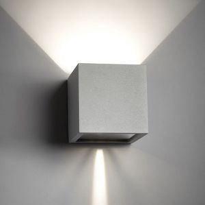 Cube LED i silver designet af Ronnie Gol for Light-Point Illuminia