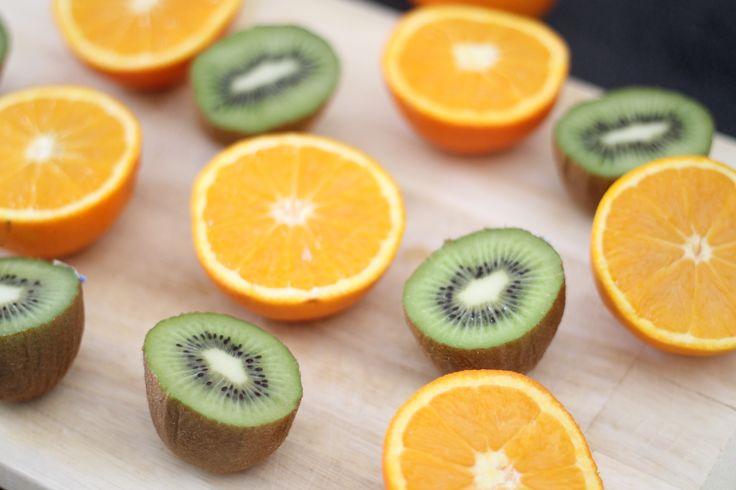 Voici la recette de mon jus orange et kiwi, 100% frais et maison pour bien démarrer la journée et faire le plein de vitamines ! Voici le lien vers la recette : http://www.delices-de-mouflette.com/recette-jus-orange-et-kiwi/