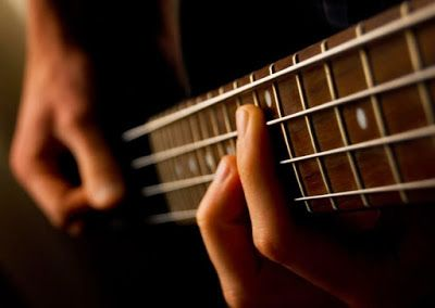 Cara Cepat Belajar Bermain Bass Gitar Menggunakan Pick Gitar