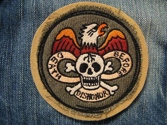 アメリカントラディショナルタトゥーのシンボルをリデザインし刺繍いたしました。 death before dishonor=生き恥をさらすな!!というワイルドな... ハンドメイド、手作り、手仕事品の通販・販売・購入ならCreema。